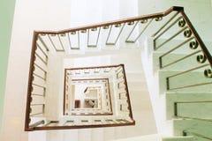 Perspectiva cuadrada de la escalera, visión desde arriba Foto de archivo libre de regalías