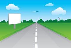 Perspectiva da estrada com quadro de avisos vazio Fotos de Stock Royalty Free