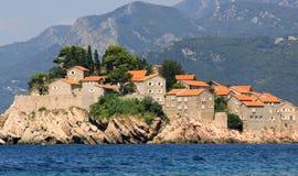 Perspectiva da ilhota de Sveti Stefan, Montenegro Imagens de Stock Royalty Free