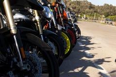PERSPECTIVA DE ESTACIONAMENTO DAS MOTOCICLETAS fotos de stock royalty free