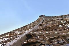 Perspectiva de la torre Eiffel del detalle Fotos de archivo libres de regalías