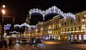 Perspectiva de Nevsky en las decoraciones del Año Nuevo Imagen de archivo libre de regalías