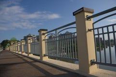 Perspectiva del pasamano del puente Foto de archivo libre de regalías