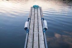 Perspectiva del pequeño embarcadero de flotación fotos de archivo
