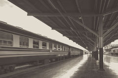 Perspectiva del tren, locomotora diesel mientras que él que se mueve Imágenes de archivo libres de regalías