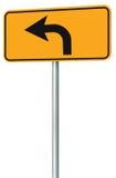 A perspectiva do sinal de estrada da rota da curva à esquerda adiante, amarela o signage isolado do tráfego da borda da estrada,  Fotografia de Stock