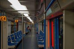 A perspectiva do vagão do metro de Moscou imagens de stock
