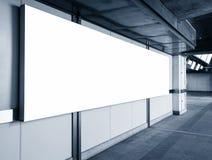 Perspectiva en blanco de la exhibición de la plantilla de la caja de luz de la bandera de la cartelera Fotos de archivo