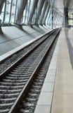 Perspectiva ferroviaria en la estación de tren Imagenes de archivo