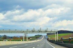 Perspectiva na estrada durante a viagem imagens de stock royalty free