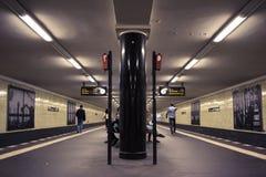 Perspectiva profunda de uma estação de metro de Berlim fotos de stock