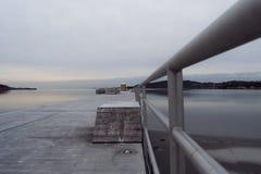 Perspectiva profunda do cais do inverno fotografia de stock royalty free