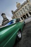 Perspectiva verde do carro em havana, Cuba Foto de Stock