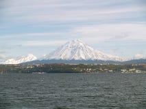 Perspectivas del volcán 7 de Koryaksky fotos de archivo libres de regalías