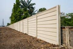 Perspective de mur préfabriqué de ciment sur le rez-de-chaussée frais, Photographie stock libre de droits