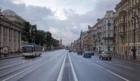 Perspective de Nevskiy dans le début de la matinée Photographie stock
