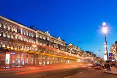 Perspective de Nevsky la nuit, St Petersburg Photo libre de droits