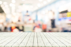 Perspective empty white wooden table over blurred shopping mall Royalty Free Stock Photos