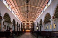 Perspective intérieure d'église en San Juan La Laguna, Guatemala Photographie stock libre de droits