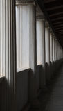 perspektiv av kolonner i stoa av attalos Arkivfoton