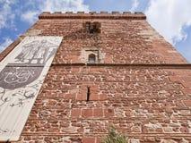 Perspektiv av Torreon del Föregående och den Miguel de Cervantes statyn på alcazaren de San Juan Royaltyfri Foto