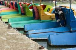 Perspektiv av vattencykeln i offentlig park Royaltyfri Bild