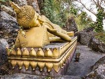 Guld- sova Buddha - montering Phou Si, Luang Prabang Royaltyfri Foto