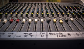 Perspektiv för closeup för blandare för ljudsignalinspelningstudio Royaltyfri Fotografi