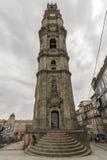 Perspektiv för Klocka torn av den Clerigos kyrkan, Porto Royaltyfri Bild