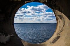 Perspektiv för sjöMurray South Carolina Landscape Through rör royaltyfria bilder