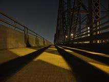 Perspektive mit 1 Punkten der Brücke nachts Stockbilder