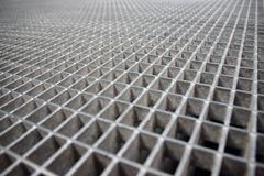 Perspektive von Grey Galvanized Steel Grate Grid Stockfoto