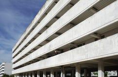 Perspektiveansicht des Bürohauses Stockbilder