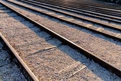 Perspektivenansicht von mehrfachen Schienen lizenzfreies stockbild