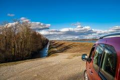 Perspektivenansicht zur Weise entlang dem Fluss Stockbilder