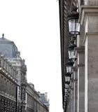 Perspektivenbild über Paris-Straße nahe Louvru-Museum Lizenzfreie Stockfotografie