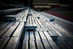 Perspektivet som bildas genom att använda bänkarna Arkivfoto