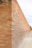 Perspektivsikt av en vägg för röd tegelsten fotografering för bildbyråer