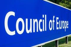 Perspektivviiw av Europarådetströmförsörjningssignagen Royaltyfria Bilder