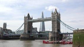 Perspektywa Londyński ` s wierza most z czerepem w środku zbiory