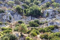 Perspektywiczny krótkopęd dziejowe kamieniarstwo kamiennej ściany ruiny należy Lycian ludzie przy morzem śródziemnomorskim obrazy royalty free
