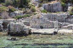 Perspektywiczny krótkopęd dziejowe kamieniarstwo ruiny należy Lycian ludzie przy morzem śródziemnomorskim fotografia royalty free