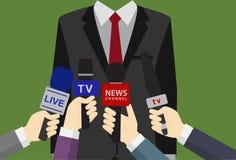 Perss Converence av affärsmannen, affärsman Giving en intervju, många händer av journalister med mikrofoner Royaltyfri Bild