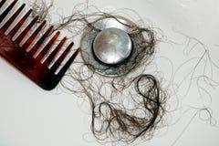 Perte de cheveu après le lavage de la tête photographie stock libre de droits