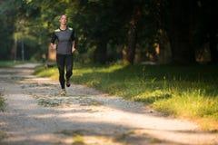 Perte de poids modèle de Running Outdoors Trying de forme physique photographie stock libre de droits