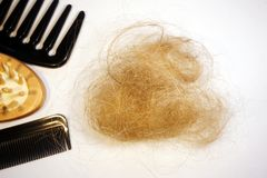 Perte des cheveux et peignes Image stock