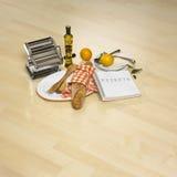 Pertences da cozinha no parquet brilhante Imagens de Stock Royalty Free