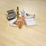 Pertences da cozinha no parquet brilhante Fotos de Stock Royalty Free