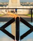 PERTH, AUSTRÁLIA - 11 DE DEZEMBRO DE 2011: A chama da relembrança fotos de stock