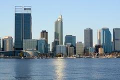 Perth Australia dall'altro lato dell'estuario immagini stock libere da diritti